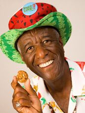 Wally Amos - our neighbor in Lanikai. We served Thanksgiving dinner to the needy with him too. Amos Cookies, Chip Cookies, Honolulu Cookie, Famous Amos, African American History, Key West, Yummy Food, Kailua Hawaii, Florida