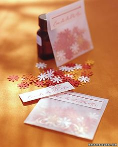 Tossed aloft by your guests, perfumed confetti will leave a delicate floral scent in your wake.