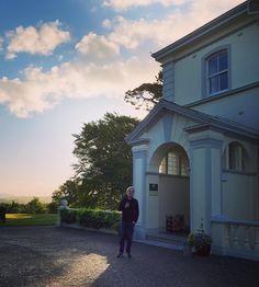 """A native New Yorker in the Irish countryside. @johnleventhal #mrsleveuropeantour2018"" repost @mrslev Countryside, Irish, Mansions, House Styles, Building, Modern, Trendy Tree, Irish Language, Manor Houses"