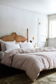 rustic modern bedroom photographed by New York-based photographer, Nicole Franzen Most Comfortable Bed, Comfy Bed, Home Decor Bedroom, Modern Bedroom, Gray Bedroom, Master Bedroom, Pink Bedrooms, Bedroom Rustic, Modern Bedding