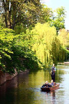 Punting on the river, Cambridge University, Cambridge, England