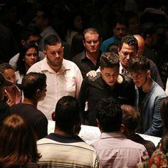 O corpo da namorada do sertanejo, Allana Moraes Coelho, também é velado no local.