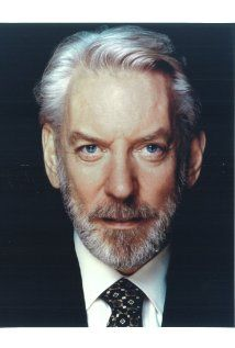 Lionsgate has announced who will play the (arguably evil) President Snow in The Hunger Games! Donald Sutherland has received the role. Donald Sutherland, Kiefer Sutherland, Hunger Games, President Snow, Tribute Von Panem, The Italian Job, Italian Men, Saint John, Portraits