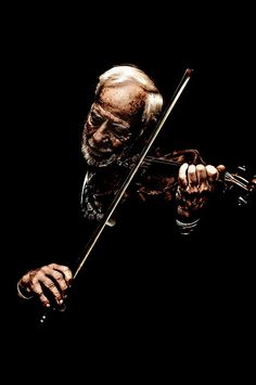 A wonderful face telling a musical love story, beautifully synchronised with his violin. Musician Photography, Portrait Photography, Violin Photography, Sound Of Music, Music Is Life, Music Flow, Violin Art, Cello, Coffee And Cigarettes