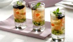 Chupitos de gelatina de pescado con huevo de codorniz y caviar