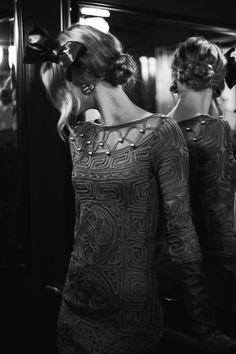 Vestido gris de Adolfo Domínguez. #invitadas #bodas #bodamas #elcorteingles