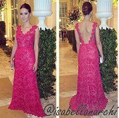 Os três vestidos de hoje foram feitos pela Isabella  Narch, estilista de moda festa. . O primeiro foi usado pela @georgialoverdos o segund...
