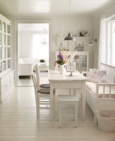Swedish Decor Inspiration for Small Apartment - The Urban Interior Cottage Living, Cottage Style, Country Living, Country Life, Country Style, Style At Home, Swedish Decor, Swedish Style, Norwegian Style
