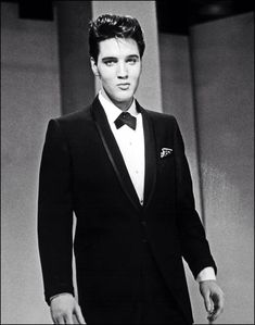 † ♪♫♪♪ Elvis Aaron Presley - Tuesday, January 08, 1935 - Tupelo, Mississippi, U.S. Died; Tuesday, August 16, 1977 (aged 42) Memphis, Tennessee, U.S. Resting place Graceland, Memphis, Tennessee, U.S. Education. L.C. Humes High School Occupation Singer, act