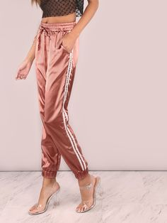 ¡Cómpralo ya!. Satin Luxe Trainer Joggers MARSALA. Trousers Pink Polyester Casual Sports Striped Loose Tapered/Carrot Drawstring Waist Mid Waist Long Fabric has no stretch Spring Fall Pants. , pantalónjogger, joggers, jogging, joggings, jog, jogger, hosejogger, joggers, pantalonjoggeur, pantalonejogger, joggers. Pantalón jogger  de mujer   de SheIn.