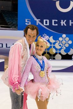 ice skating costumes -- Will Arnett and Amy Poehler in 'Blades of Glory' -- Costume Designer: Julie Weiss Celebrity Baby Names, Celebrity Babies, Celebrity Couples, Movie Costumes, Couple Halloween Costumes, Halloween Ideas, Blades Of Glory, Hollywood Couples, Will Arnett