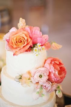 If you're looking for a wedding photographer & videographer team that delivers candid, bright photos in Toronto then Focus is the studio for you. Cake Flowers, Wedding Cakes With Flowers, Sugar Flowers, Flower Cakes, Peach Wedding Theme, Dream Wedding, Pretty Cakes, Beautiful Cakes, 70th Birthday Cake