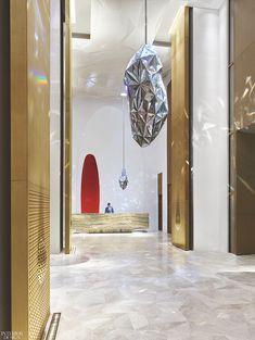 Four Seasons Hotel Kuwait at Burj Alshaya by Yabu Pushelberg: 2018 Best of Year Winner for Chain Hotel Top Interior Designers, Interior S, Modern Interior Design, Hotel Lobby Design, Four Seasons Hotel, Detroit Hotels, Yabu Pushelberg, Limestone Wall, Lobby Lounge
