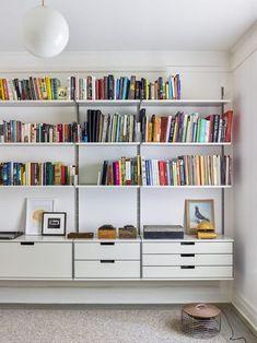Vitsoe shelving unit with bookshelves. #organizedhome #vitsoe #bookshelves #organization #storage #organizationideas #storageideas