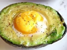 This Best Breakfast Baked Avocado Eggs Recipe is my new favorite healthy breakfast idea. Easy to make, packed with nutrients, and so tasty. Perfect to start your day the right way! Hard Avocado, Avocado Egg Bake, Avocado Pesto, Easy Snacks, Healthy Snacks, Easy Meals, Healthy Recipes, Healthy Eating, Diet Recipes