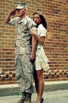 ***if I marry a Military man, I am so doing this*** USMC - Marines - Devil Dogs - Leathernecks - Grunts - Jarheads - Semper Fi - Marine Love - Oorah Army Engagement Pictures, Military Couple Pictures, Military Couples, Military Wedding, Military Love, Army Love, Military Photos, Couple Pics, Engagement Ideas