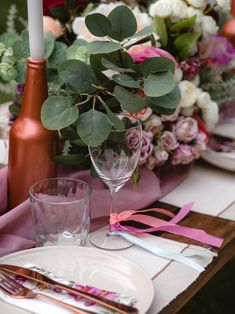 Table decor ideas #tabledecor #bohotable #bohotabledecor #tabledecoration #glassesdecor #floral #tableinspiration #bohemiandecor #rusticdecor Decoration Table, Inspiration, Furniture, Home Decor, Biblical Inspiration, Homemade Home Decor, Home Furnishings, Interior Design, Home Interiors