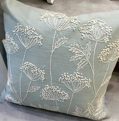 John Lewis # bordado blanco - ideas hermosas y diferentes Cushion Embroidery, Silk Ribbon Embroidery, Crewel Embroidery, White Embroidery, Machine Embroidery, Flower Embroidery Designs, Embroidery Patterns, Embroidery Supplies, Decorative Pillows