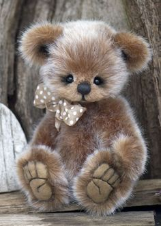 I've got to learn to make a teddy bear! I like the tight features of this bears face - cute My Teddy Bear, Cute Teddy Bears, Ours Boyds, Stuffed Animals, Stuffed Bear, Charlie Bears, Boyds Bears, Bear Doll, Cute Animals