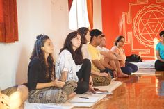 Chakra Healing Meditation, Mantra Meditation, Easy Meditation, Mindfulness Meditation, Meditation Teacher Training, Yoga Teacher Training Course, Training School, Nada Yoga, Meditation Techniques For Beginners