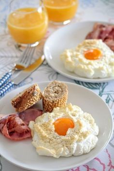 Easy and Yummy Egg Clouds Egg Recipes, Low Carb Recipes, Snack Recipes, Cooking Recipes, Snacks, Light Recipes, Christmas Morning Breakfast, Good Food, Yummy Food