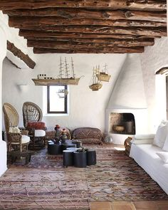 Earthship Home, Modern Master Bedroom, Spanish Style Homes, Unusual Homes, Mediterranean Homes, Fireplace Design, Rustic Interiors, Vintage Home Decor, Interior Architecture