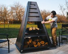 Look at this superb built in fire pit - what an artistic project Metal Fire Pit, Concrete Fire Pits, Wood Burning Fire Pit, Fire Pit Uses, Diy Fire Pit, Fire Pit Backyard, Concrete Backyard, Metal Chiminea, Chiminea Fire Pit