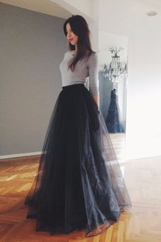 Black tulle maxi skirt by NelliUzun on Etsy (Top Moda Fiesta) Modest Fashion, Skirt Fashion, Fashion Dresses, Style Fashion, Fashion Design, Womens Fashion, Lehnga Dress, Dress Skirt, Satin Skirt