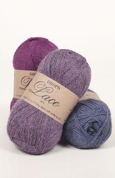 DROPS Lace est un mélange noble de 70% bébé alpaga et 30% de soie de mûrier, une laine 2 fils, d'une longueur généreuse d'environ 400 m par pelote. Les...