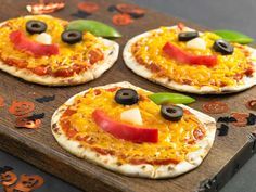 1 Flatout Foldit® Artisan Flatbread, cut into two rounds ¼ cup pizza sauce 1/3 cup Cheddar cheese, shredded Pieces of favorite vegetables (cucumbers, red peppers, olives, etc.) to make face and stem Olive oil cooking spray Preheat oven to 350 degrees F. Spray cookie sheet with cooking spray and place rounds on sheet. Bake for Continue Reading...