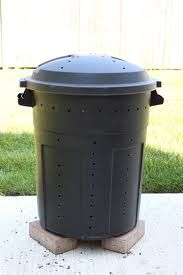 DIY compost bin  --This would be so cool, could move closer to the house in the winter, easier to get stuff into. Move back out in summer.