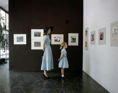 At MOMA. John Heminway and her daughter Hilary admire the art hanging in the Museum of Modern Art in New York City. Vogue, April Photograph by John Rawlings. Heminway wears a blue cotton chambray dress by Mildred Orick and a. Vintage Photography, Fashion Photography, Photography Ideas, Human Photography, Stunning Photography, Color Photography, Moma Art, People Art, Museum Of Modern Art