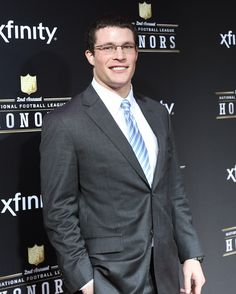 Luke Kuechly goes for a professional look at the NFL Honors, and nails it.