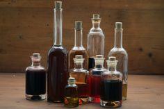 Für all jene, die selbst Tinkturen und alkoholische Kräuterauszüge herstellen möchten, gilt es einige wichtige Punkte zu beachten. Vor allem die richtige Alkoholkonzentration ist entscheidend.