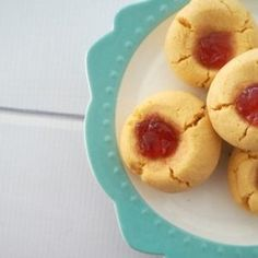 Although it's exciting to create recipes that are full of fancy ingredients, sometimes you just can't beat the classics - like this jam drops recipe. Jam Drop Biscuits, Jam Drops Recipe, 100 Cookies Recipe, Fancy Biscuit, Custard Cookies, New Recipes, Cooking Recipes, Christmas Jam, Children
