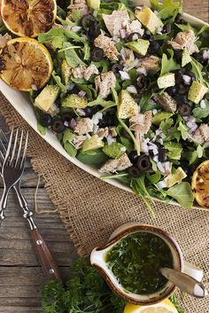 Tuna and Arugula Salad with Avocado, Black Olives // @tastyyummies // www.tasty-yummies.com