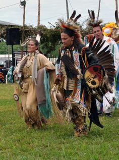 Head Lady Dancer Tina Phelan and Head Man Dancer Oran McKinney at the Annual Osage River Pow Wow Native American Beliefs, Native American Models, Native American Flute, Native American Paintings, Native American Beauty, Native American Indians, Indiana, Indian Prayer, Art Articles
