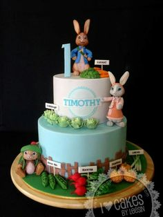 My second Peter Rabbit cake.with Lily and Ben.and his veggy farm. It was really fun making miniature vegetables with sugar paste. Friends Birthday Cake, 4th Birthday Cakes, Friends Cake, Birthday Ideas, Peter Rabbit Cake, Peter Rabbit Birthday, Fondant Rabbit, Beatrix Potter Cake, Cake Paris