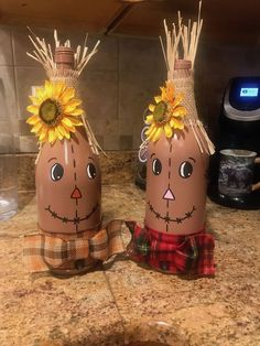 These adorable scarecrows are perfect as gifts and home decor, not to mention so easy to make. Who doesn't love to scarf down a huge bottle of wine after work Fall Crafts, Halloween Crafts, Diy Crafts, Wine Bottle Crafts, Wine Bottles, Wine Cork Projects, Jar Art, Craft Show Ideas, Craft Fairs