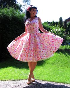 Pinup dress 'Petal dress in Pink Petals' by PinupDollCollection
