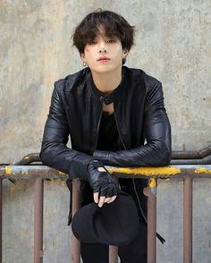Taehyung tiene un crush with Jungkook Jungkook, es el típico Chico po . Foto Jungkook, Bts Taehyung, Foto Bts, Bts Bangtan Boy, Jungkook Oppa, Bts Photo, Bts Boys, Jeon Jungkook Photoshoot, Jungkook Funny