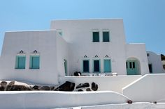 Architects-SimpleLines-White-LightBlue-Summer-Santorini-Greece