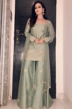 Silky Short Length Straight Shirt With Plazo - Pakistani dresses Pakistani Fashion Party Wear, Pakistani Dresses Casual, Pakistani Wedding Outfits, Pakistani Dress Design, Indian Fashion, Designer Party Wear Dresses, Indian Designer Outfits, Indian Outfits, Pakistani Designer Clothes