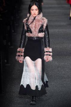 Alexander McQueen Fall 2017 Ready-to-Wear collection (Sarah Burton).