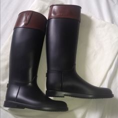 Burberry boots black I selling these Burberry boots black color very good conditions Europe size: 41 Burberry Shoes