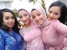 Kebaya Hijab, Batik Kebaya, Ariana Grande Outfits, Girl Hijab, Hijab Chic, Beautiful Hijab, Christina Hendricks, Sweet Girls, Covergirl