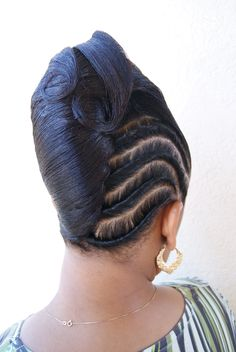 African American updo hairstyles Informations About Afroamerikaner Updo Frisuren Black Hair Updo Hairstyles, New Natural Hairstyles, Black Girls Hairstyles, Braided Hairstyles, Wedding Hairstyles, Natural Hair Styles, Short Hair Styles, French Roll Updo, French Roll Hairstyle