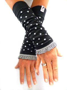 Armstulpen - Stulpen, Armstulpen, Pulswärmer -schwarz gepunktet - ein Designerstück von elkesita bei DaWanda