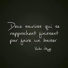 """Dos sonrisas que se acercan pueden terminar por hacer un """"beso"""" .... Victor Hugo"""