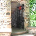 Aussichtsturm und Berggasthof Hahnenkamm bei Alzenau | Beste-Urlaubsdeals.de – Reisen billig buchen  #hahnenkamm